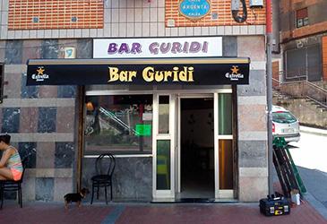 Toldo art instalado en el Bar Guridi