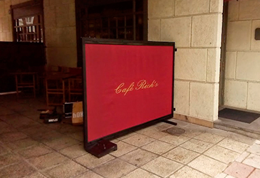 Cortavientos para bar instalado por Bilbotoldo